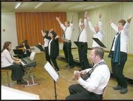 Der Chor bei seinem ersten Auftritt (c) Georg Brehm